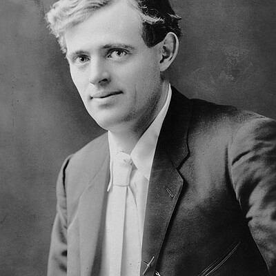 circa 1905:  US novelist Jack London (1876 - 1916).  (Photo by Evening Standard/Getty Images)