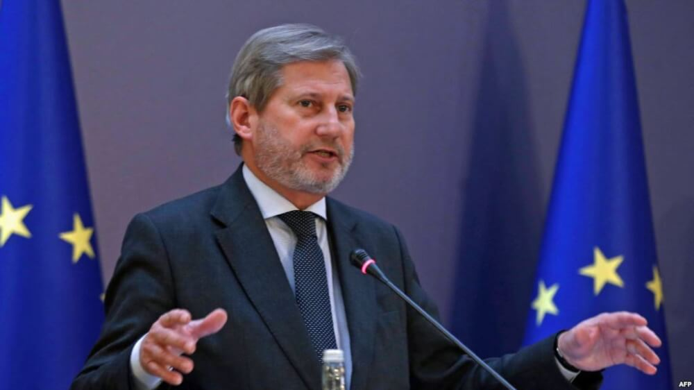 Commissioner for European Neighbourhood Policy and Enlargement Negotiations Johannes Hahn addresses the media after the European Union (EU) - Turkey ministerial political dialogue meeting at Ankara Palace in Ankara on January 25, 2016. / AFP PHOTO / ADEM ALTAN